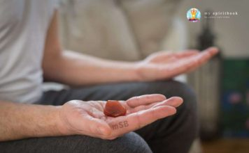 Meditation with a crystal, Crystal Healing Level 1 Course