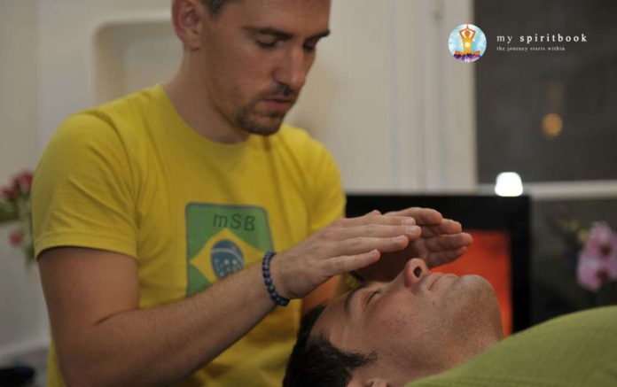 Reiki Level 2 Course - Healing someone